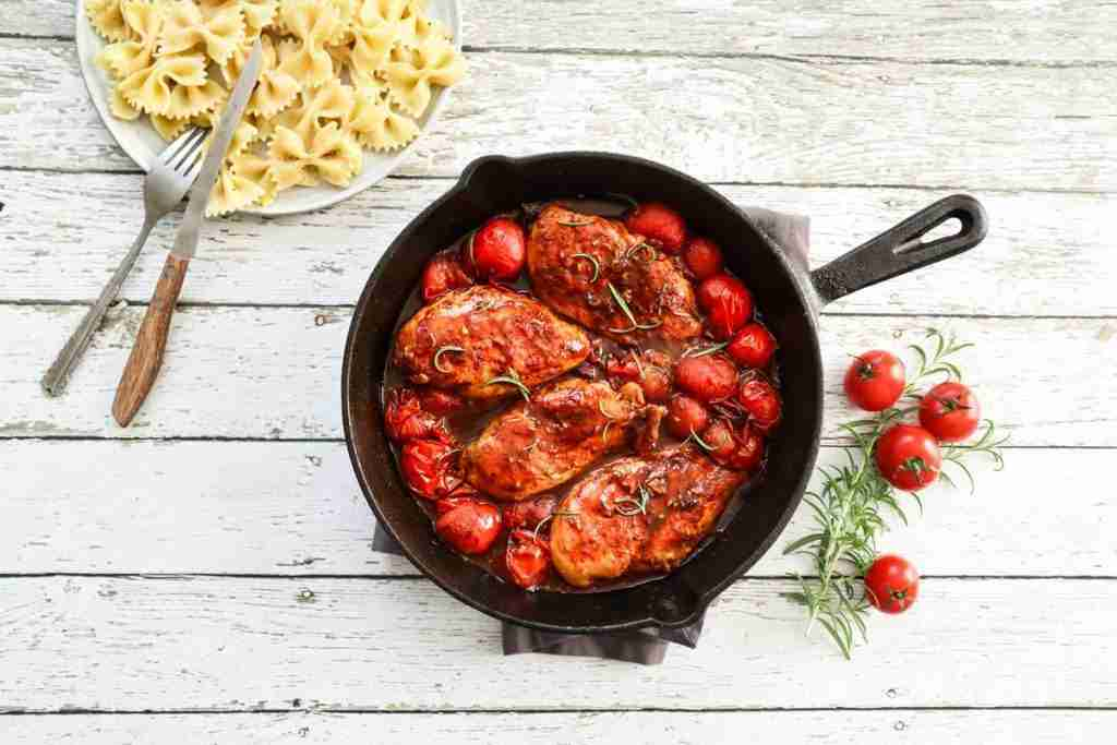 Recette de meal prep à congeler: Poulet aux tomates, sauce romarin balsamique