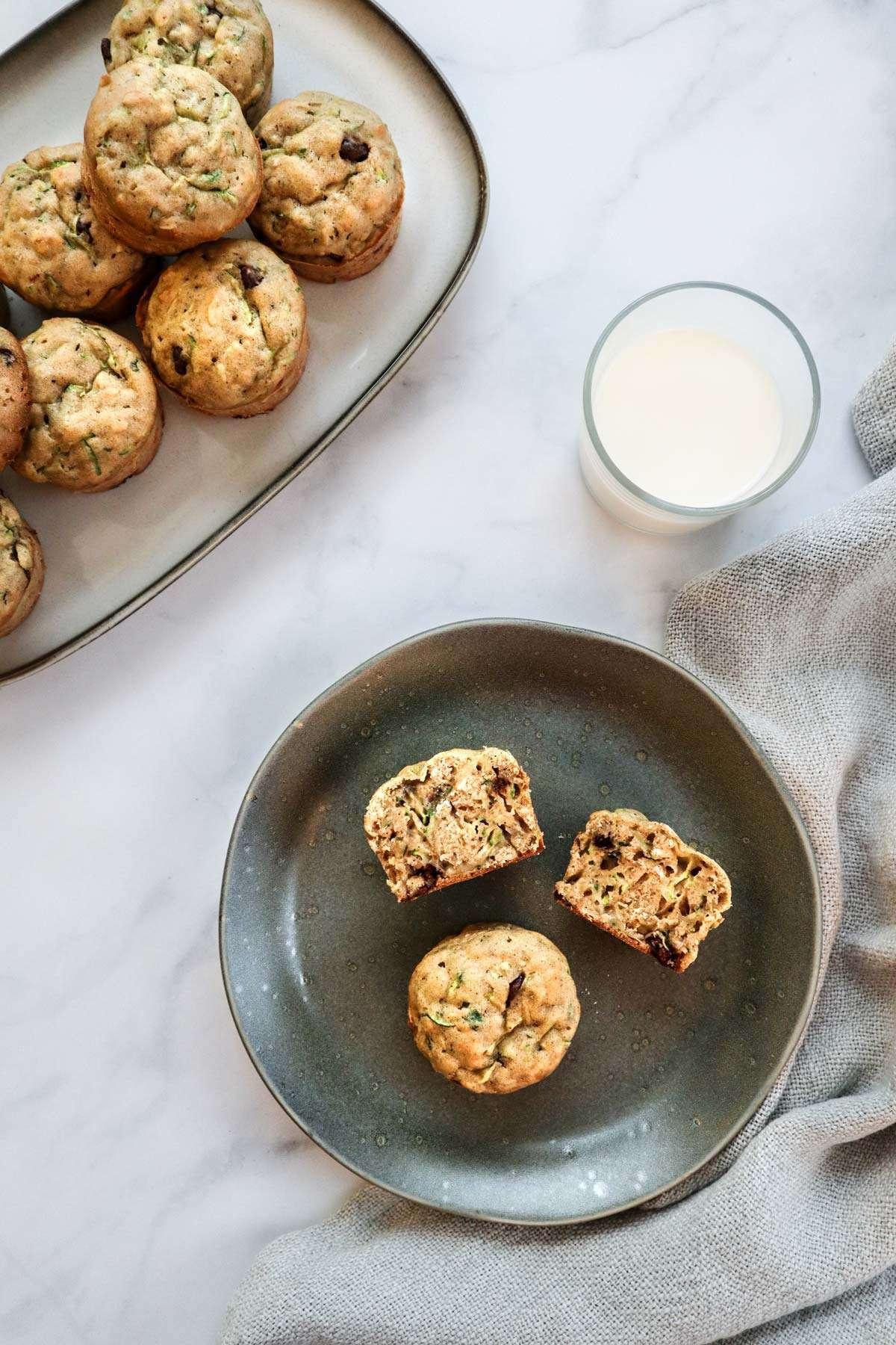 Muffins zucchini et chocolat (courgettes) frais sortis du four