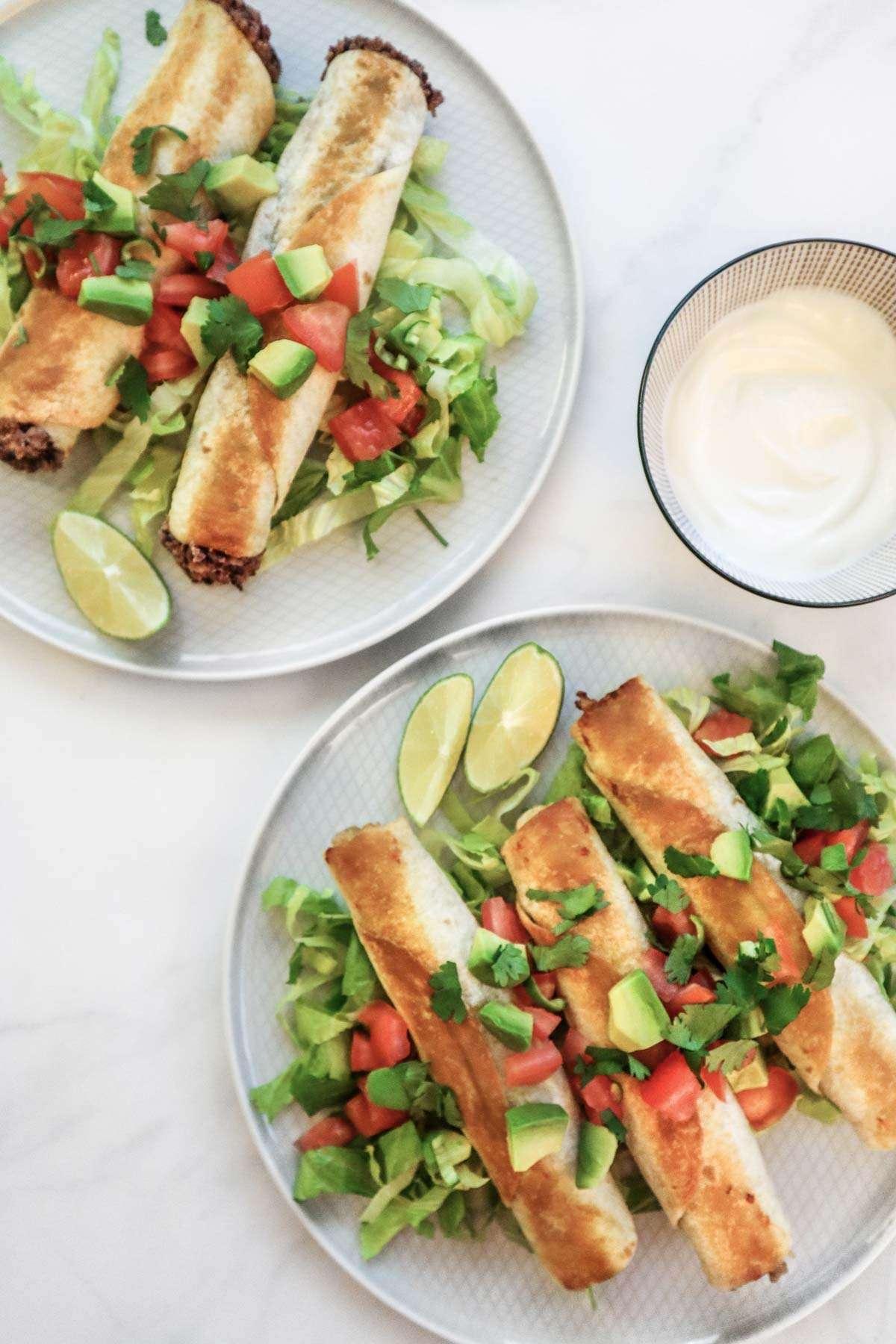 Recette de meal prep à congeler:  Tacos croustillants aux haricots (taquitos ou flautas)